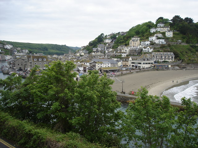 Looe Harbour entrance