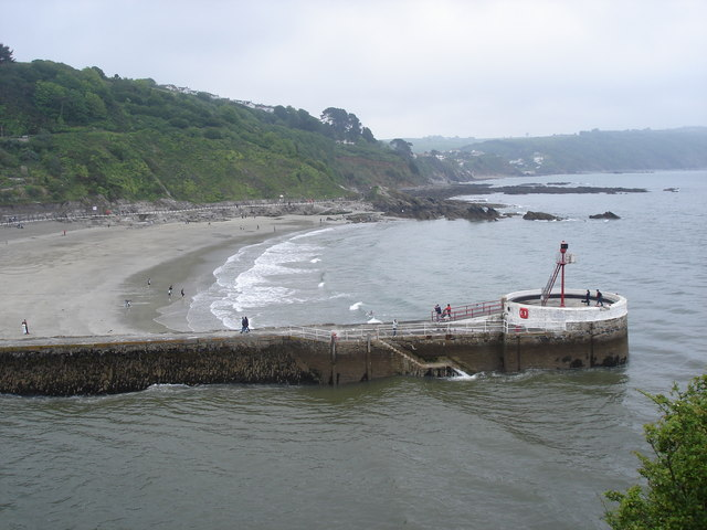 Pier at the mouth of Looe Harbour