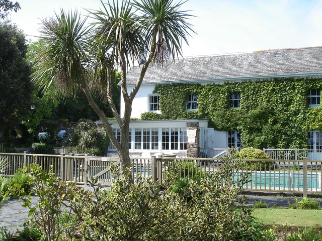 Talland Bay Hotel and swimming pool