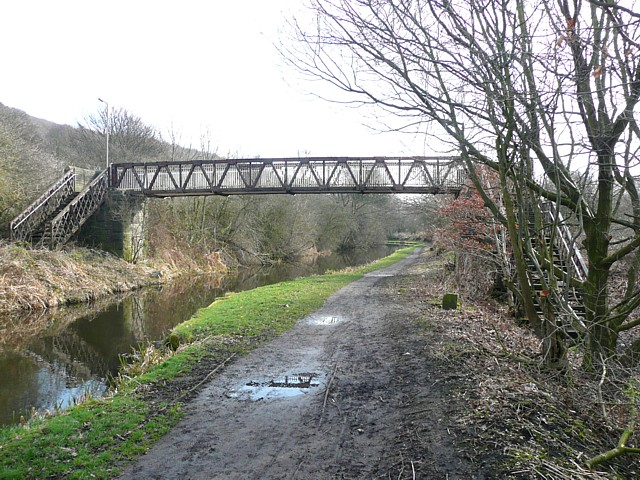 Footbridge over the canal near Copley, Skircoat (Halifax)