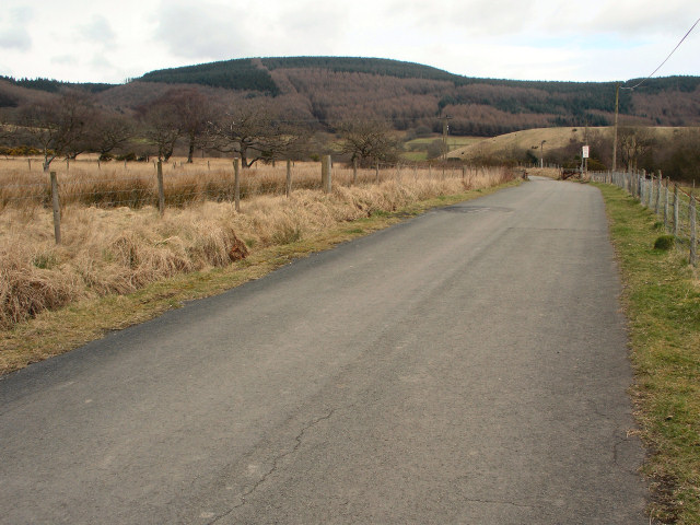 Road with view to the top of Cwm Du