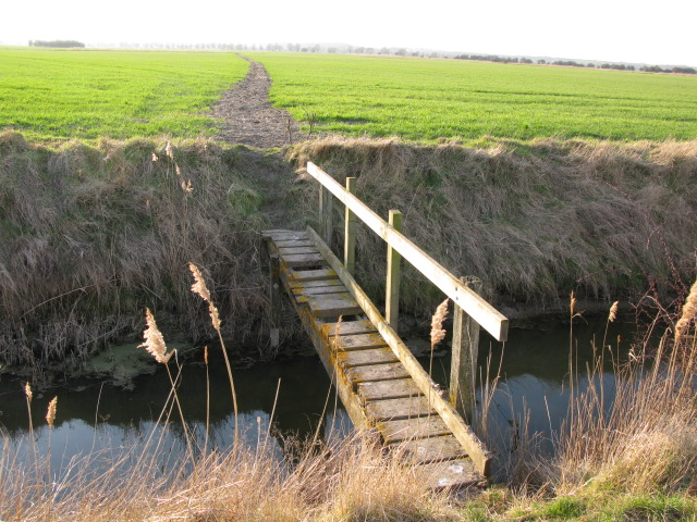 Footbridge over ditch on footpath to Chitty