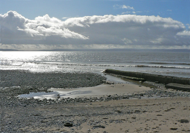Concrete Groyne and section of Leys Beach