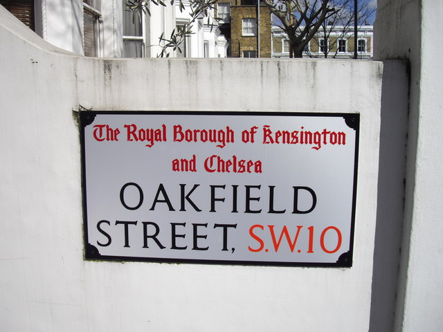 Street sign 'Oakfield Street'