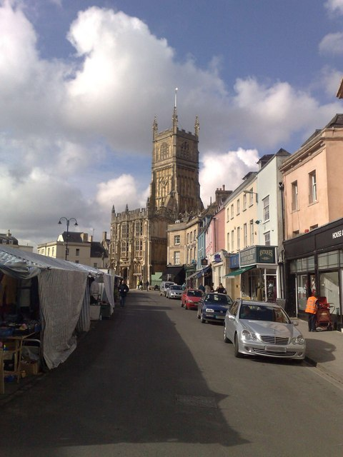 Sunny March market day in Cirencester