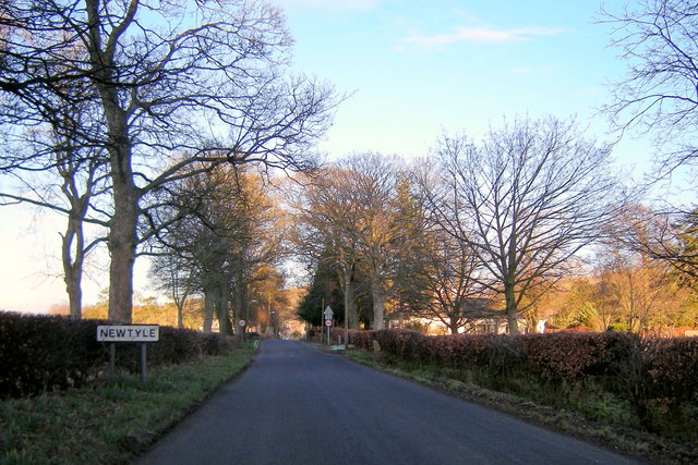 Entering Newtyle from the Kettins Road