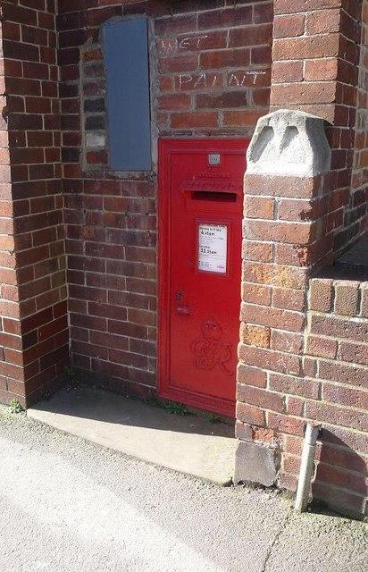 Ticehurst: postbox № TN5 305, Church Street