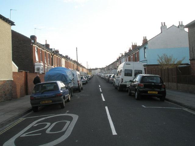 Looking southwards down Ringwood Road