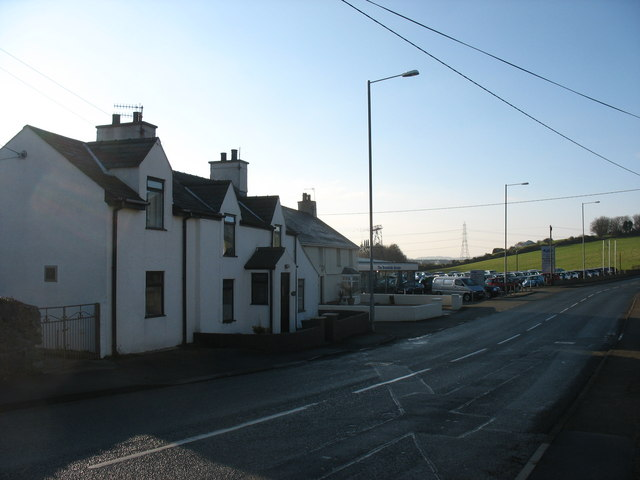 Cottages alongside the A5025 opposite Bethesda Chapel