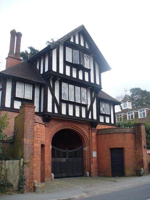 Gate House, Horsham Road