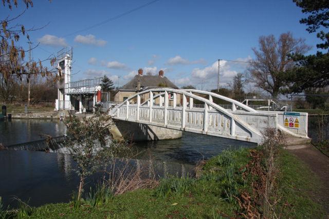 Footbridge across the weir