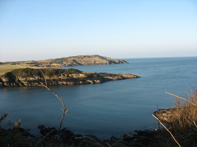 View westwards across the entrance to Porth yr Wylfa