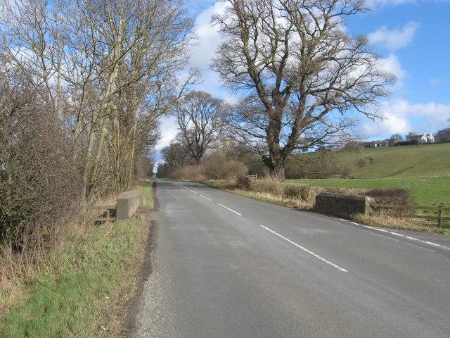 The B6350 running past Mellendean Farm
