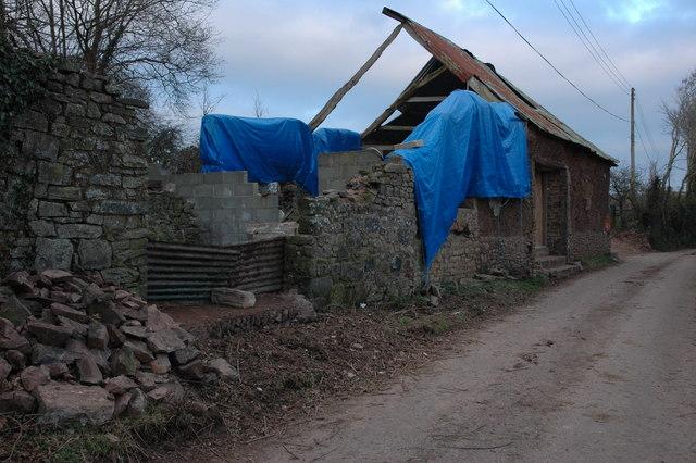Ruined barn at Eastington