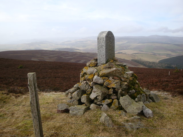Cairn and fence boundary