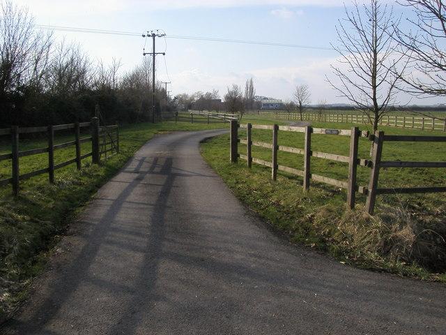 Road to Lodge Farm
