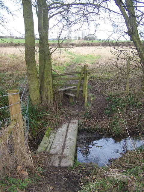 Footbridge on footpath to Morry Lane