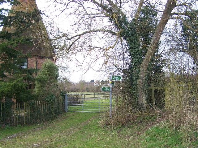 Footpath junction near Henniker Oast