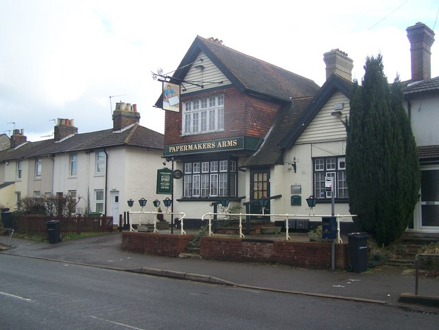 The Papermakers Arms, Loose
