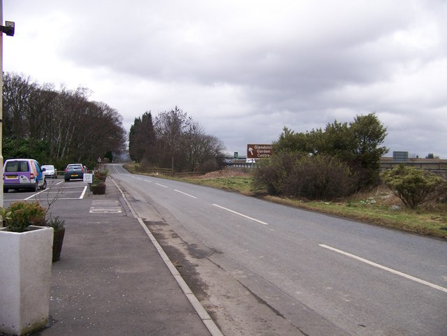 The road approaching Glendoick Garden Centre