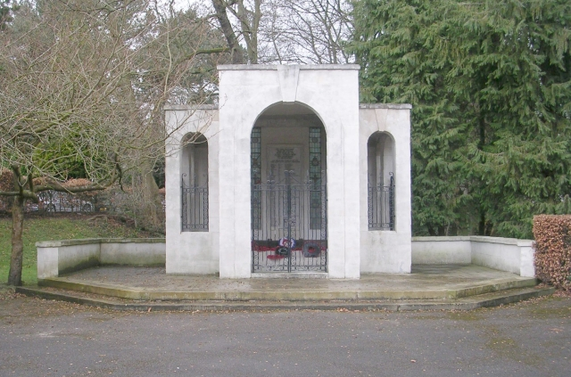 Second World War Memorial - Memorial Garden - Grove Road