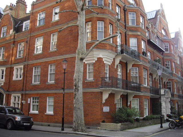 Mansion Block Corner of Flood Street . St Loo Avenue