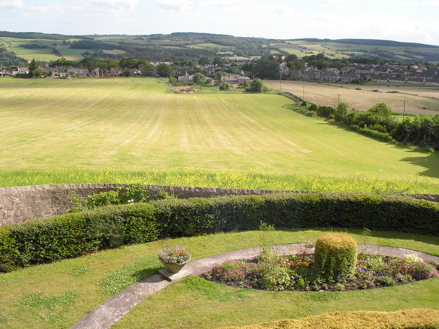 Field south of Craigton House to Cults