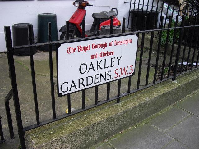 Street sign 'Oakley Gardens'