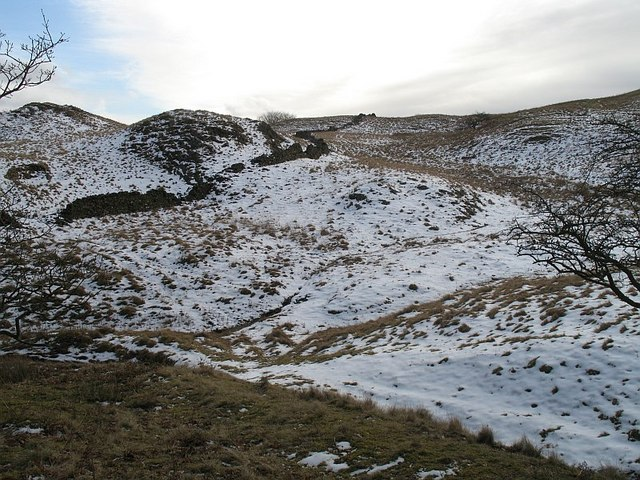 Ruined dyke, Hay Fell