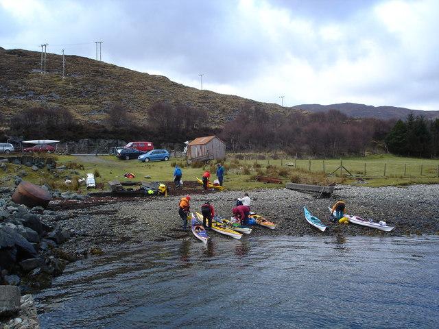 Unloading kayaks in Scalpay Sound