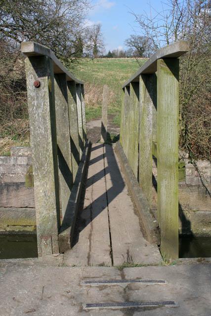 Footbridge across the Nottingham Canal
