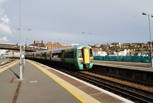 The train from Ore  pulls into Hastings Station