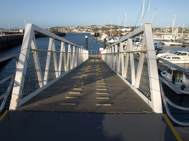 Access bridge to pontoon