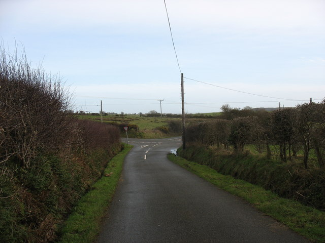 Approaching Pen-y-gadfa crossroads from the west