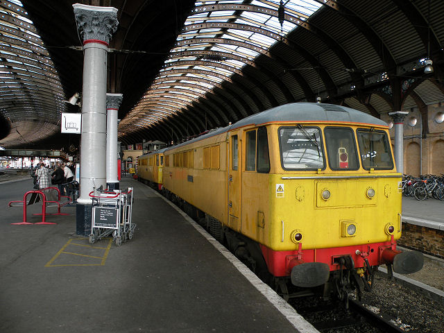 Mobile load-bank testing locos at York Station