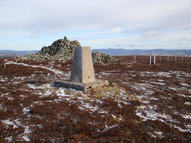 Pressendye cairn and trig point