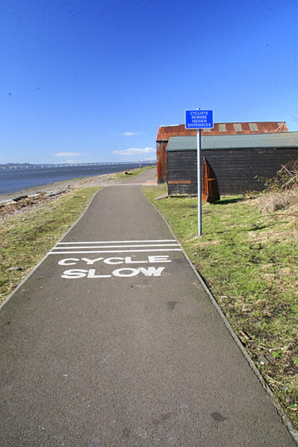 Cycle route along Broughty Ferry beach