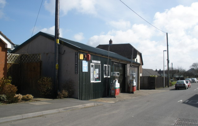 Andrew and Sons Garage, Woolfardisworthy