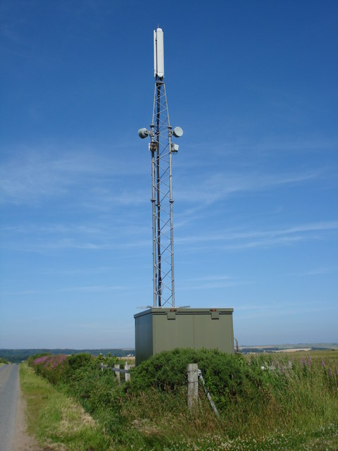 Communications mast near Kirkton of Logie Buchan