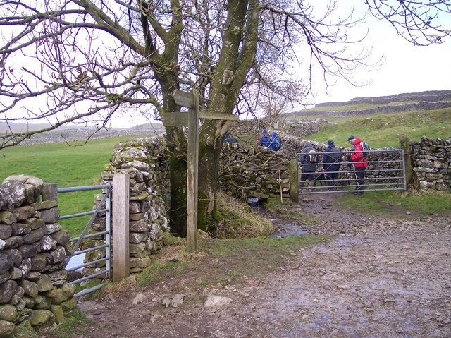 Footpath crossroads at Grassington