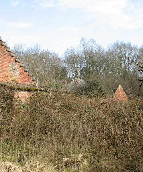 The ruins of Ling Park Farm