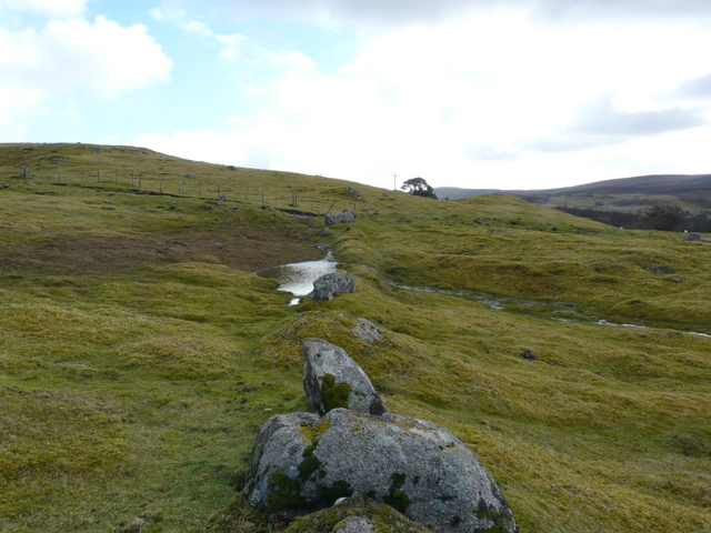 Ancient boundary wall near Leataidh