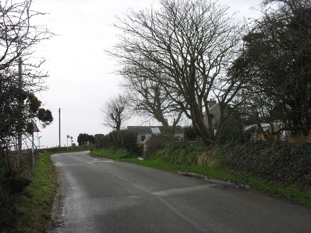 Approaching the Pen-y-lon crossroads from the Gadfa direction