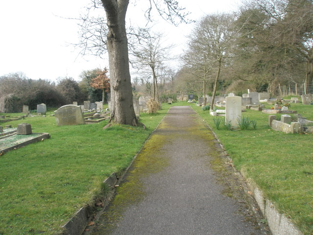 Path running behind Holy Trinity, Blendworth