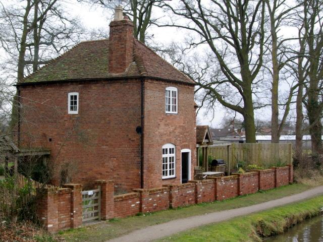 Cottage alongside Hatton Locks