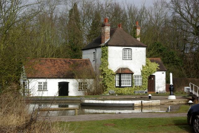 House alongside Hatton Bottom Lock