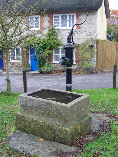 Village pump, Piddlehinton