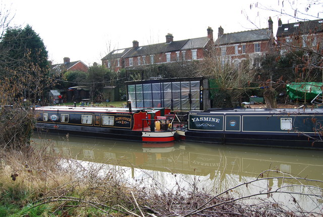 Narrowboats moored on the Medway, Tonbridge (2)