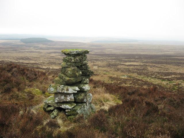 Cairn near Berrymoor Edge