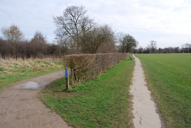 The Wealdway to the right, National Cycleway 12 to the left
